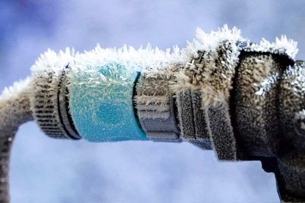 at what temperature do pipes freeze