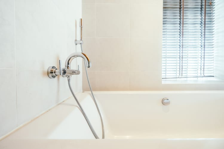 How to fix a leaky faucet bathtub